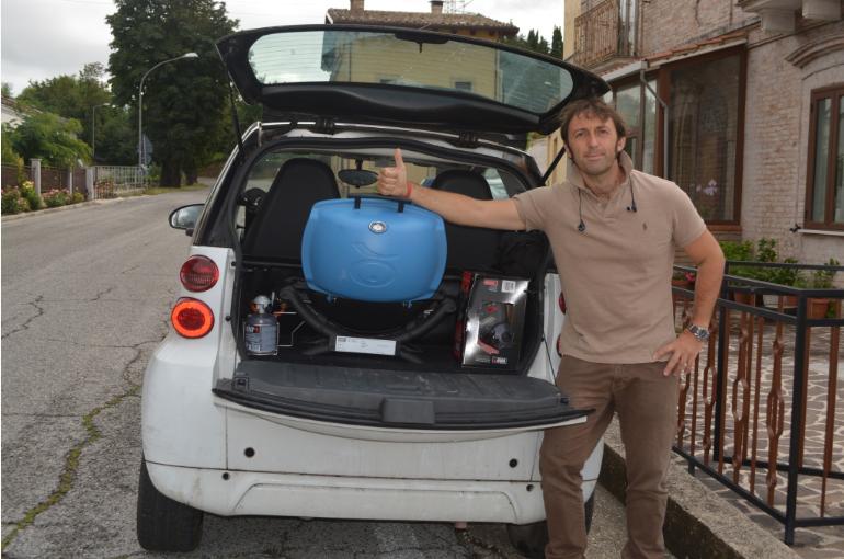 Weber Q1200 - nel portabagagli della Smart