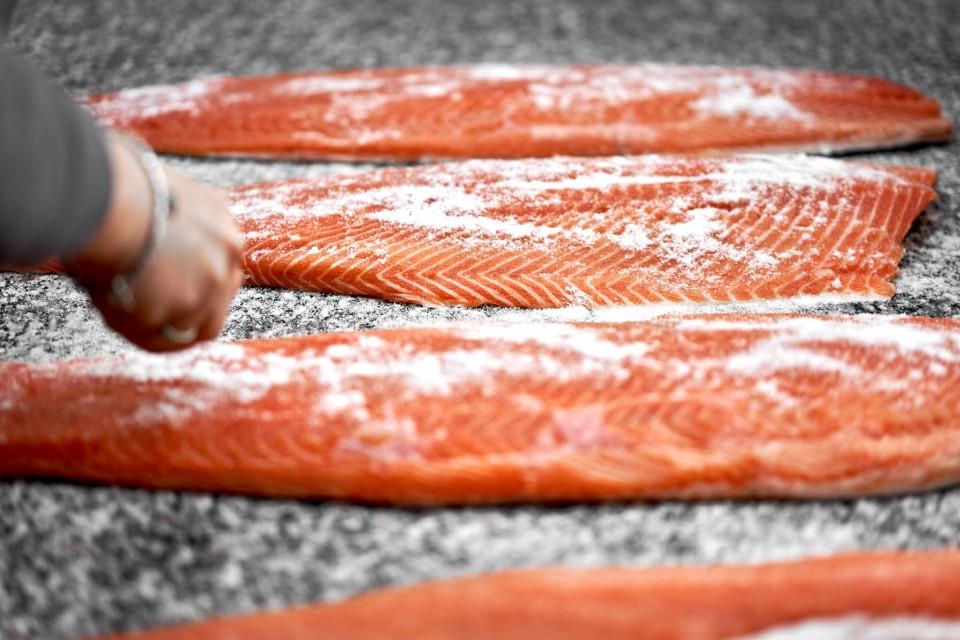 salmone-affumicato-salatura-3
