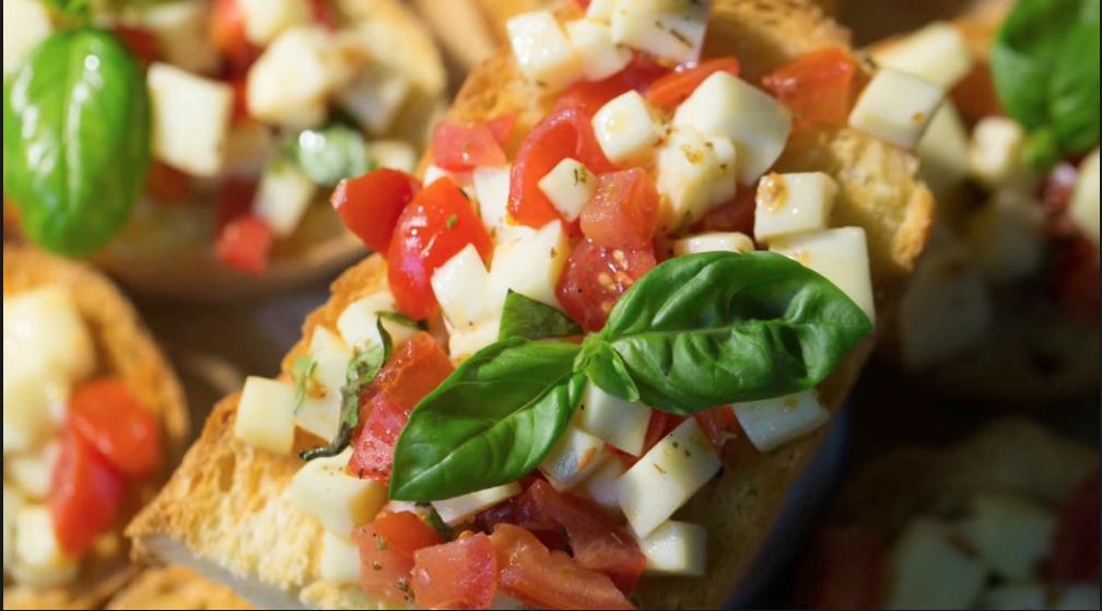 Bruschetta pomodorini e mozzarella