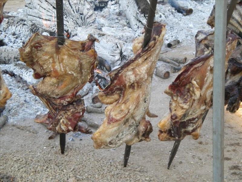 La carne di capra arrostita dai griller sardi a Baunei