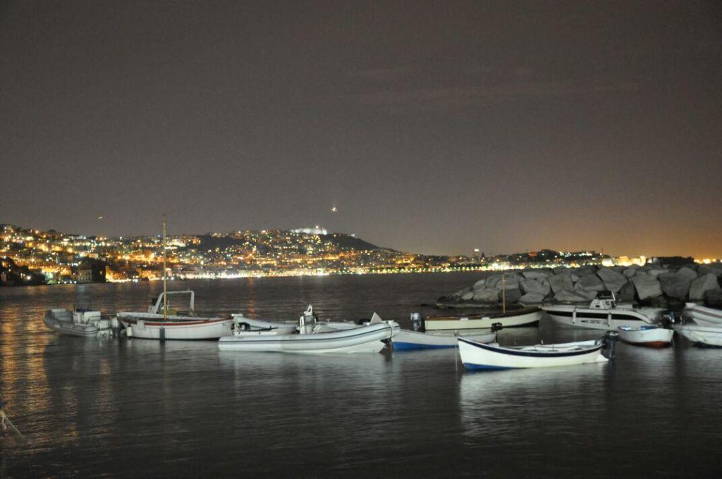 Panorama notturno all'esterno di Giuseppone a Mare