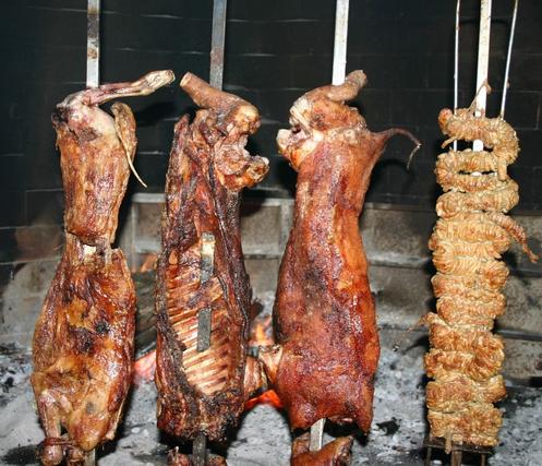 Porcetto, agnello e Cordeddas allo Spiedo