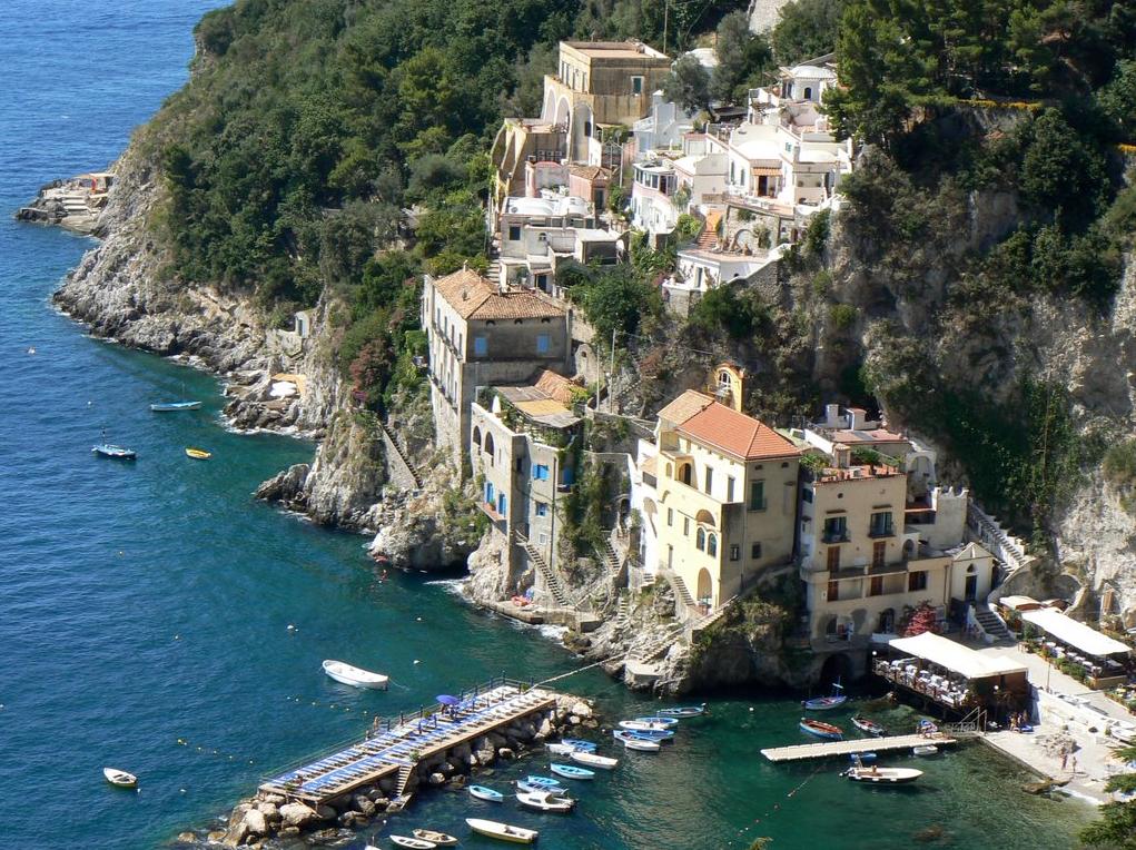 Lo splendido borgo di Conca dei Marini