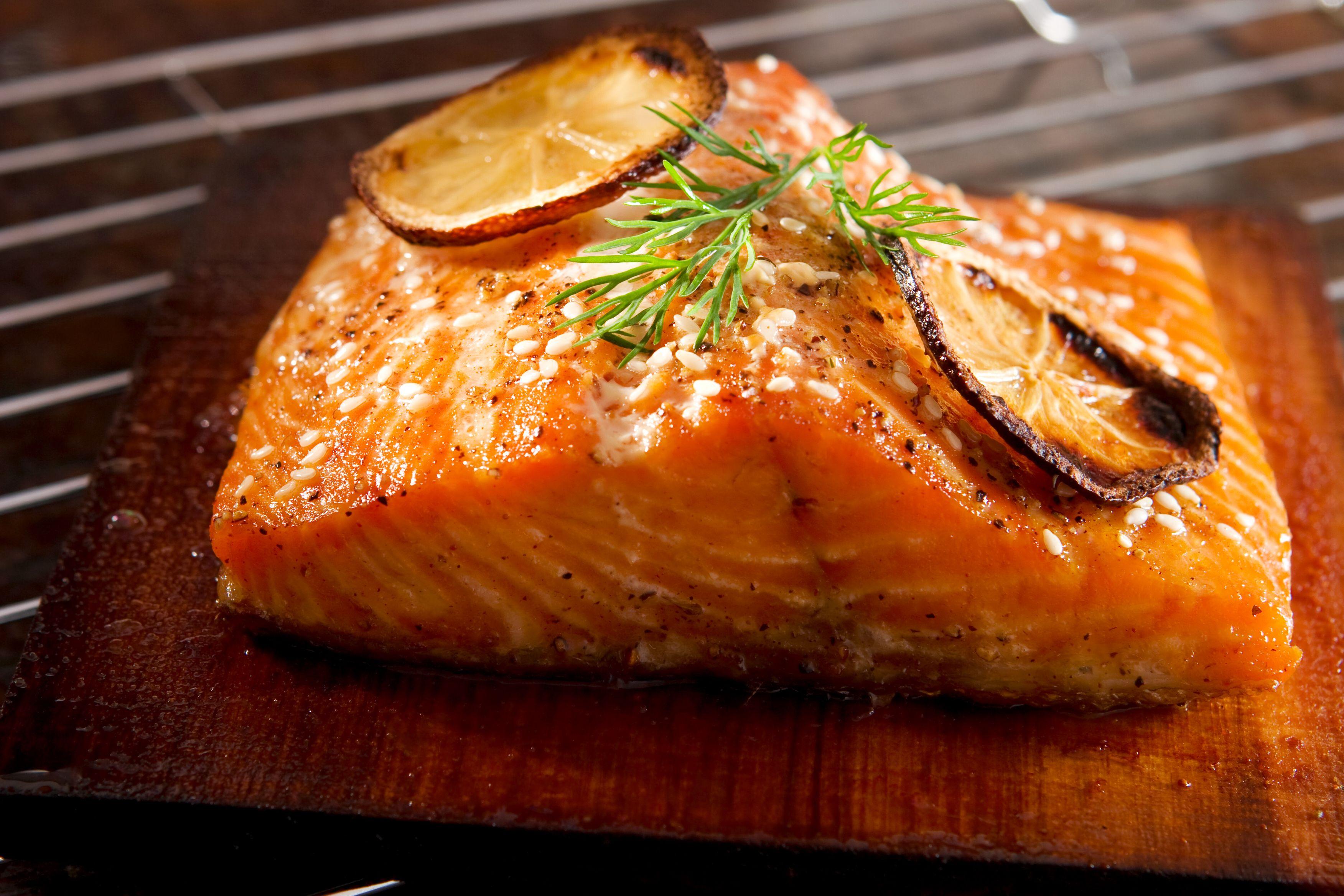 Geografia del barbecue americano - cedar-plank salmon