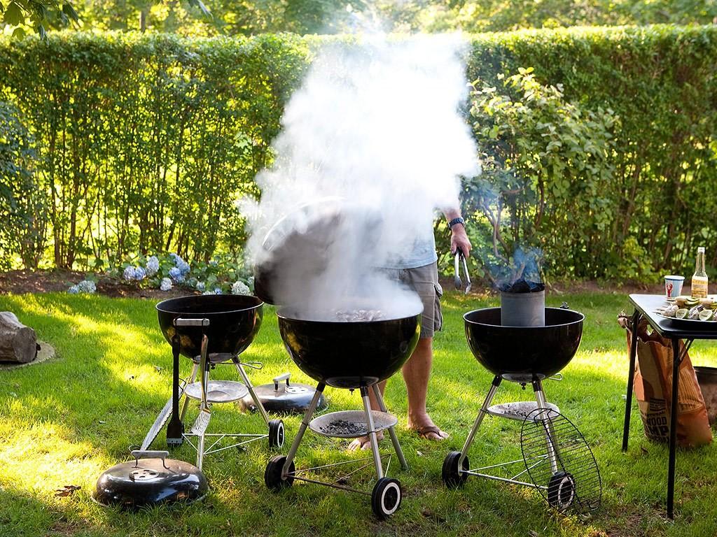 Legge e barbecue ecco quando si pu grigliare - Barbecue in giardino ...