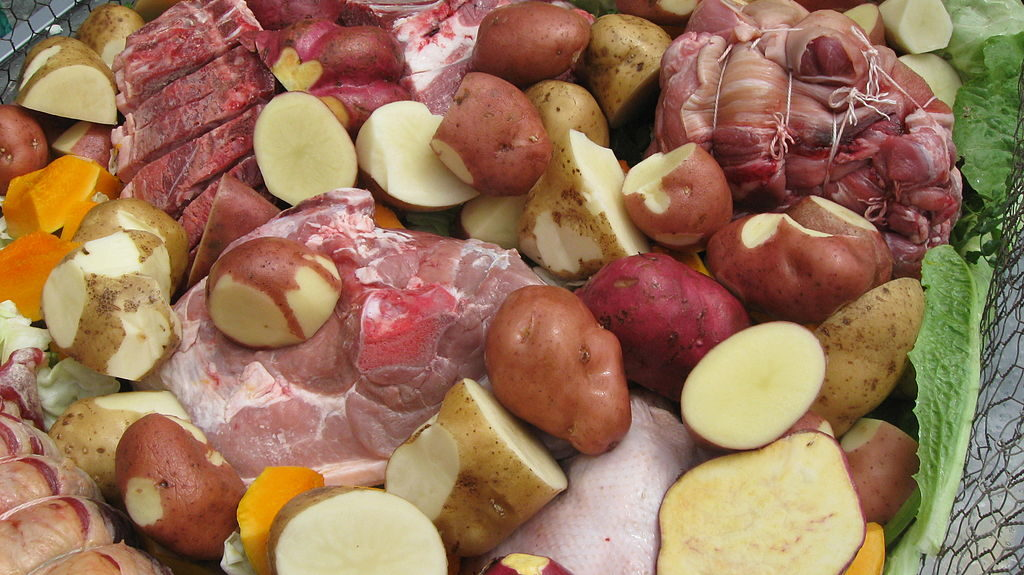 Hangi carne patate