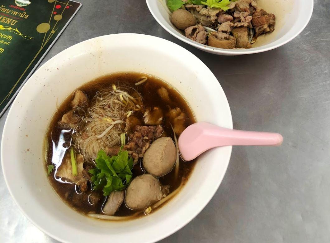 Zuppa di manzo thailandese